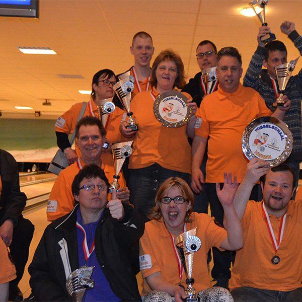 De prijswinnaars van het clubkampioenschap 2018. Bowlingteam 'de Doordouwers' uit Tilburg.